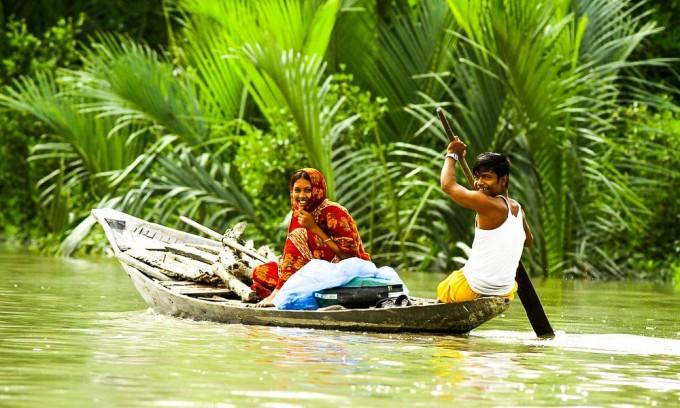 Sundarbans couple on river