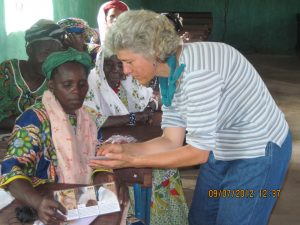 F2F volunteer Carol Delaney trains small ruminant farmers in Mali