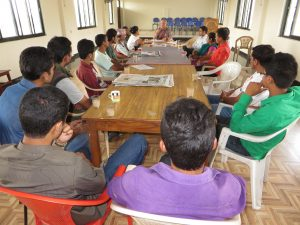 volunteer-dr-kirk-astroth-speaking-with-local-youths-on-experiential-learning-at-pokhara