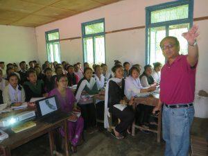 Dr. Shrestha presenting to students at UTS