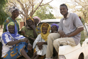 winrock-farmer-to-farmer-staff-and-members-of-a-womens-cooperative-in-mali