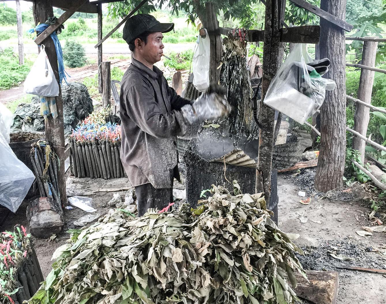 20161027_cambodia_resin_torches_yos_katank_img_8408-1-web