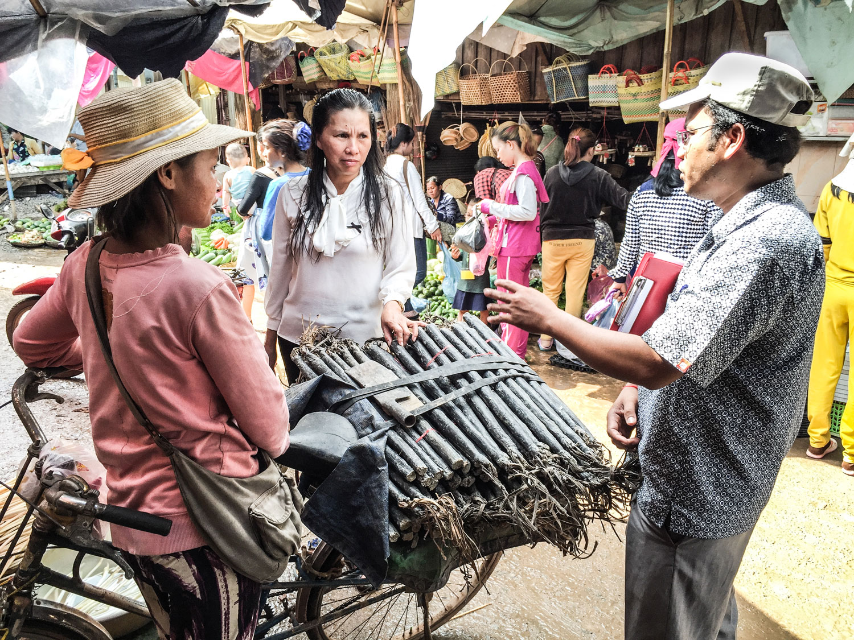 20161027_cambodia_resin_torches_yos_katank_img_8533-1-web