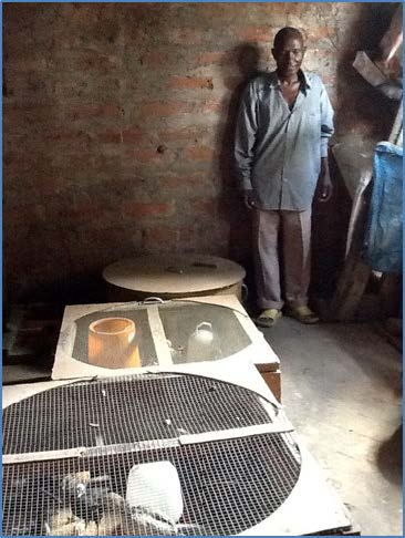 "The new ""kinengunengu"" brooder: a low-cost housing solution that significantly reduces chick mortality."