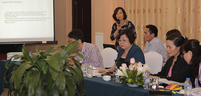 Ms. La presenting at a stakeholders' workshop on evaluation, recognition and certification of green buildings held by the Ministry of Construction. (Source: The Program)